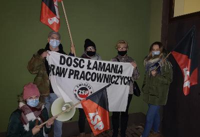Foto: Gewerkschaftsprotest der ZSP-IAA vor Tumiraj in Warschau